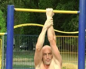 Как научиться подтягиваться на одной руке