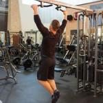 Как накачать широчайшие мышцы спины на турнике  широким хватом